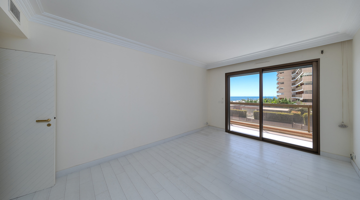 Magnificent sunny  2 bedroom apartment in the carré d'or