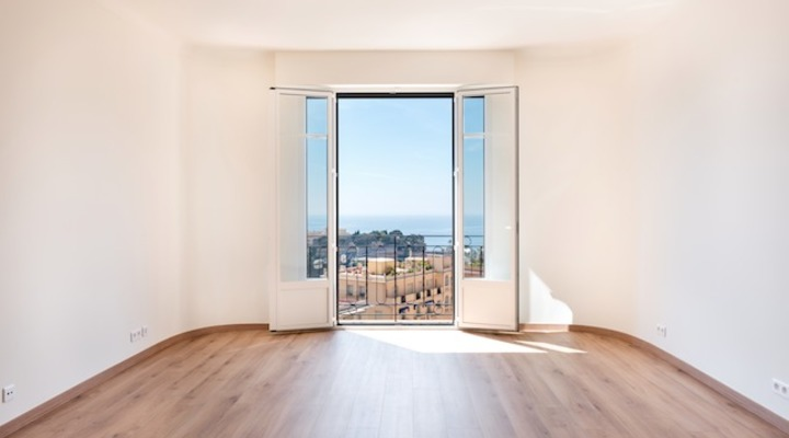 Renovated 2 bedroom flat with beautiful sea view